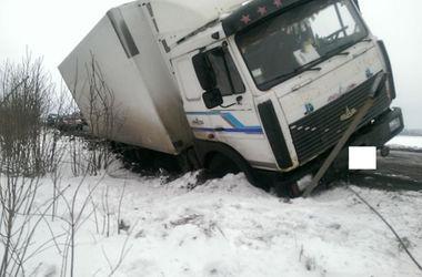 Под Харьковом в кювет вылетел грузовик с гуманитаркой для Луганской области