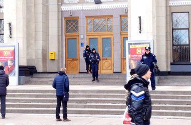 В Одессе из ж/д вокзала эвакуировали 2 тысячи человек
