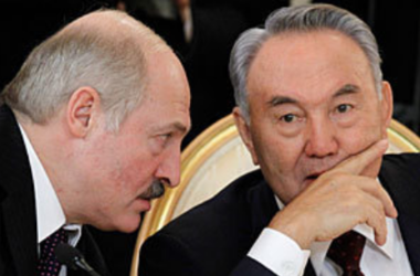 Назарбаев и Лукашенко обсудили обострившуюся ситуацию в Украине