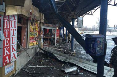 Обстрел центра Донецка: лужи крови, сожженные автобусы и разрушения