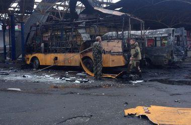 Как выглядит центр Донецка после обстрела: сгоревшие тела и транспорт