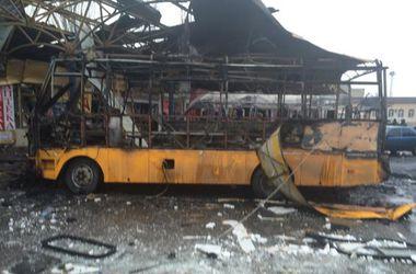 Обстрел автостанции в Донецке: несколько маршруток сгорело дотла