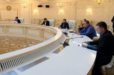 В Минске продолжает работу контактная группа по мирному урегулированию – МИД Беларуси