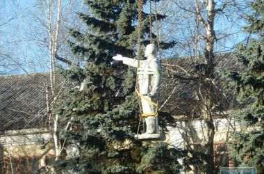 В Одесской области цивилизованно демонтировали памятник Ленину