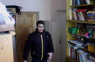 В Киеве мужчина обокрал лицей, притворившись отцом ученика