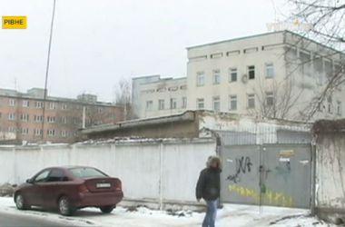 В Ровно после обстрела военкомата усиливают охрану админзданий и патрулирование улиц