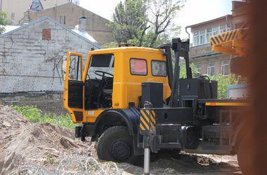 Депутаты Киеврады приостановили скандальное строительство в Десятинном переулке
