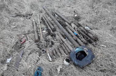 СБУ обнаружила и ликвидировала 5 схронов с оружием и взрывчаткой в Луганской области