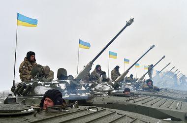 Бойцы ВСУ удерживают позиции под Мариуполем и пытаются уничтожить танк боевиков у Широкино