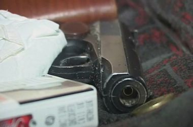 В Сумах пассажир угрожал водителю маршрутки пистолетом