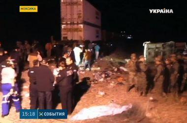 В Мексике поезд протаранил автобус, погибло 16 человек