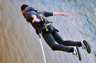 В Луцке подростки совершили экстремальный прыжок с 43-метровой вышки: парень погиб, девушку спасают врачи