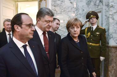 Порошенко обсудил с Меркель и Олландом ситуацию вокруг Дебальцево