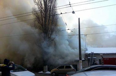 В центре Киева горит здание