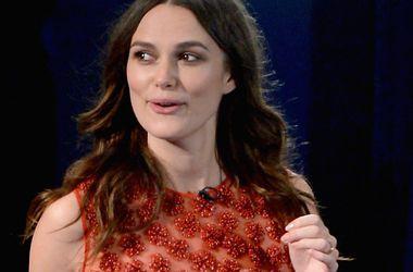 Беременная Кира Найтли вышла в свет в облегающем красном платье