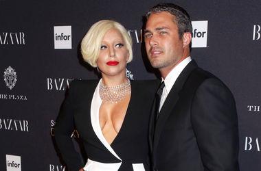 Леди Гага и Тейлор Кинни отметили помолвку в кругу семьи