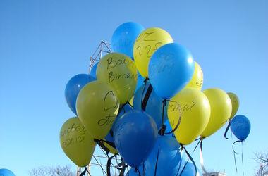 Как в Киеве почтили память героев Небесной Сотни: флаги, сине-желтые шарики и священники