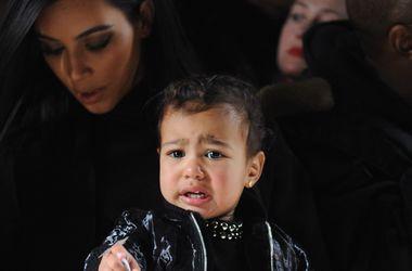 Дочь Ким Кардашьян устроила истерику на модном показе