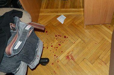 В Киеве пьяные парни ограбили квартиру и чуть не зарезали ребенка