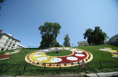 В Киеве на Институтской починят цветочные часы