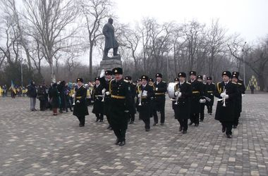 В Одессе память героев Небесной сотни почтили с голубями и выстрелами в небо