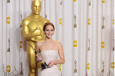 """Топ самых дорогих нарядов звезд на церемонии вручения """"Оскара"""""""