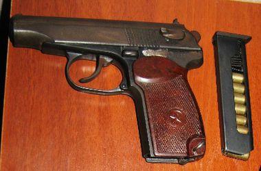 В квартире киевлянина обнаружили склад оружия и наркотиков