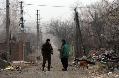 Освободители Донбасса от укров - одни веселятся, а другие проводят воспитательную работу