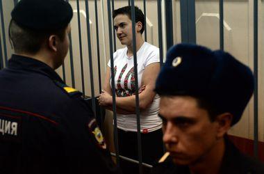 Под посольством РФ в Киеве требовали освободить Савченко