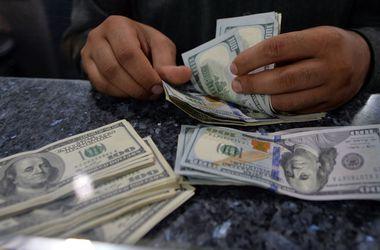 Курс доллара в обменниках вырос еще почти на 2 грн