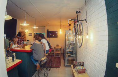 Истории успеха: харьковчанин открыл кофейню, в которой можно взять напрокат велосипед