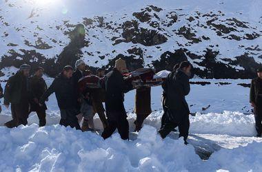 Более 200 человек стали жертвами схода снежных лавин в Афганистане