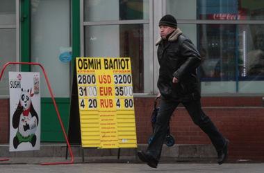 Эксперт: Для стабилизации курса нужно сменить Гонтареву и разрешить платить долларом в магазинах