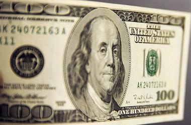 НБУ снизил курс доллара на 2,5 грн