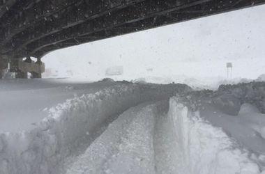 На трассе в США из-за снегопада столкнулись 30 автомобилей