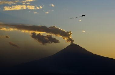Сразу два вулкана проснулись на Камчатке