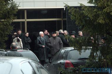 Проводить Чечетова в последний путь пришли Шуфрич, Кузьмук, Добкин и другие бывшие коллеги