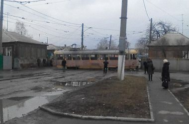 В Харькове трамвай слетел с рельсов: есть жертвы