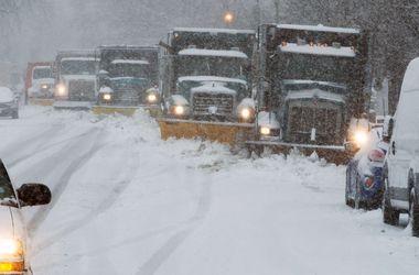 В США сотни автомобилей застряли на трассах из-за снегопада