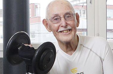 95-летний англичанин установил мировой рекорд в беге на 200 метров