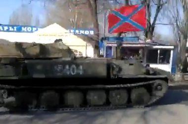 Жители Донбасса снимают на видео колонны техники боевиков