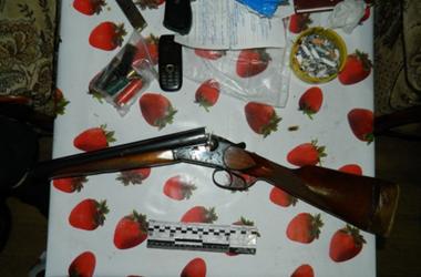 У киевлянина в квартире нашли охотничье ружье и пистолет