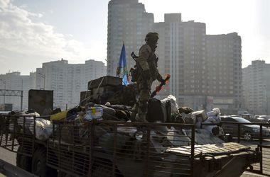 """Итоги дня, 11 марта: """"имитация отвода техники боевиками, надежда на $5 млрд от МВФ, снижение курса доллара и многое другое"""