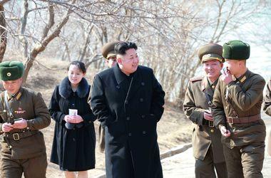 Ким Чен Ын появился на публике с сестрой