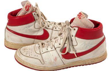 Кроссовки, в которых Джордан играл в первом сезоне в НБА, выставлены на аукцион