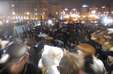 """На Майдане проходит митинг """"Донбасс - это Украина"""""""