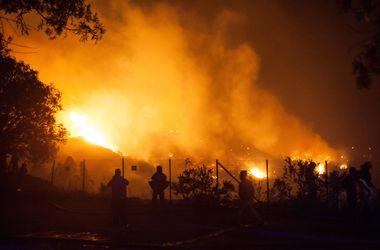 В Чили не утихает лесной пожар, в огне погибла пожилая женщина