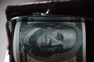 "На межбанке ""откатился"" курс доллара"