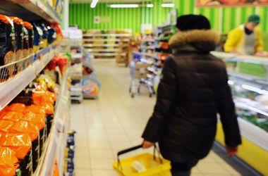 Почему доллар дешевеет, а импортная еда — нет