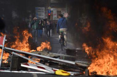 Массовые беспорядки во Франкфурте: митингующие жгут машины, ранены 90 полицейских